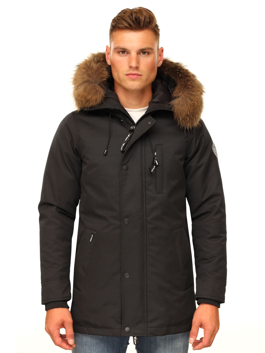 heren-winterjas-halflang-zwart-met-capuchon-bontkraag-versano-thomas-voorkant.jpg